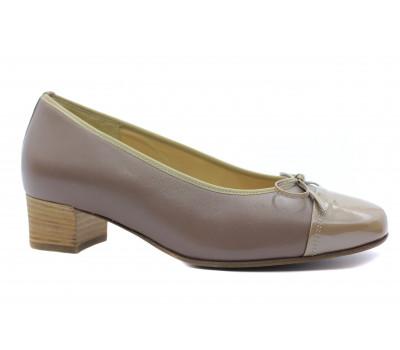 Модельные туфли Hassia кожаные серо-бежевые с деталями  из лакированной кожи 7-303324
