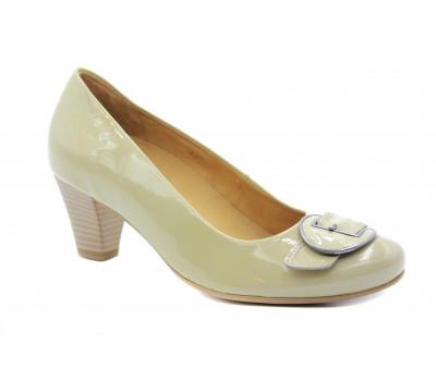 Модельные туфли Gabor из лакированной кожи бежевые 82153